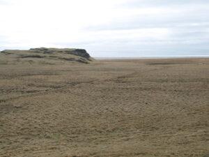 Garðurinn liggur vestan Teigshrauns.