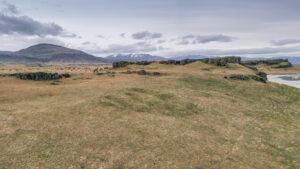 Bærinn stóð undir Bæjarnípu,  í suðaustur frá heimajörðinni.